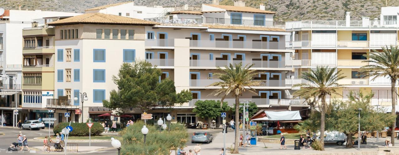 REZEPTION RUND UM DIE UHR Hotel Eolo
