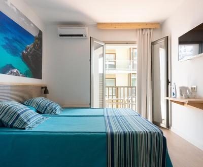Premium Cyclist - Doppelzimmer mit Balkon und seitlichem Meerblick Hotel Eolo